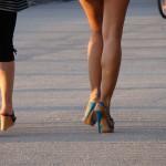 かかとの痛みは靴などが原因!?その9つの原因と6つの対処法!