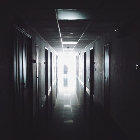 hallway-867226_640